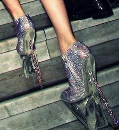30 Weirdest Shoes In The World 1365085564