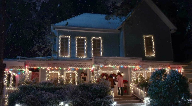Calling All Gilmore Girls Fans! You Can Have Holiday Lunch At Lorelai's House