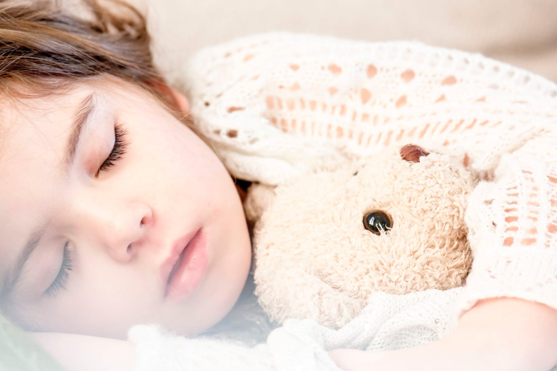 5 Natural Ways To Help Your Toddler Fall Asleep