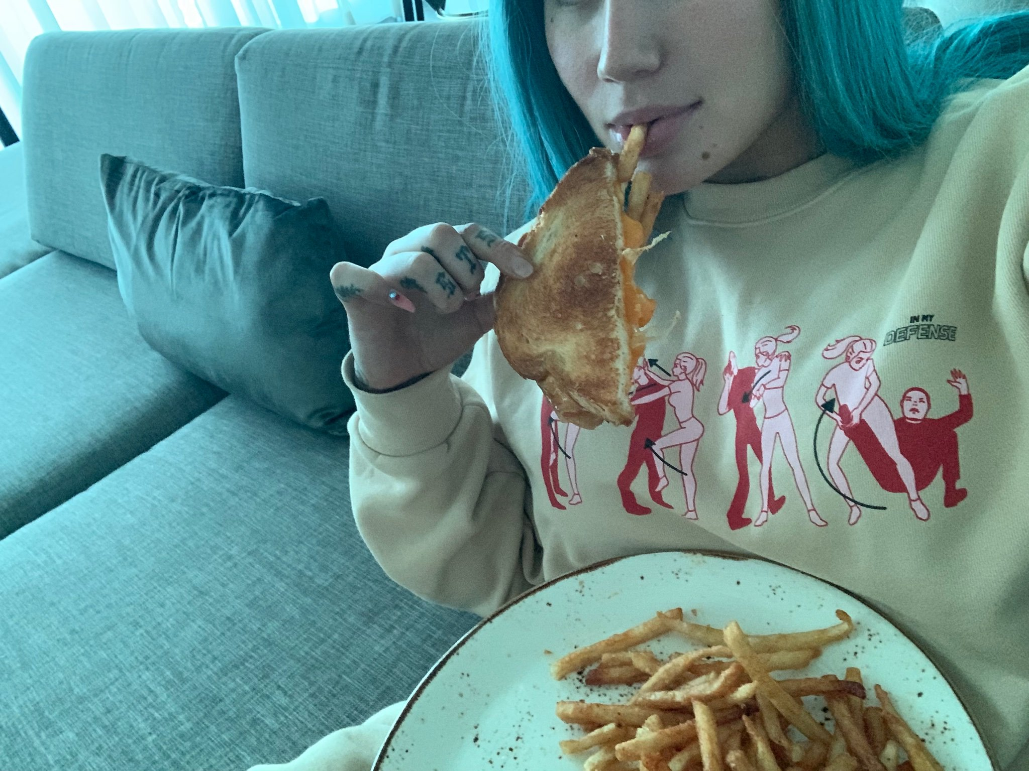Iggy Azalea Isn#8217;t Happy About Paying $64 For A Grilled Cheese Sandwich