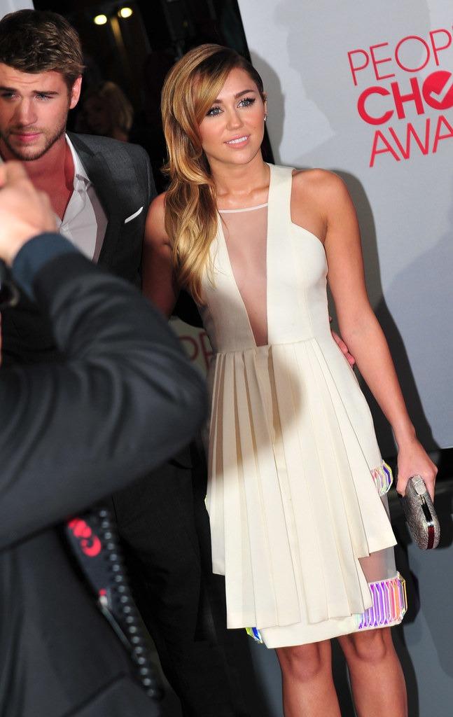 Miley Cyrus & Chris Hemsworth Call It Quits