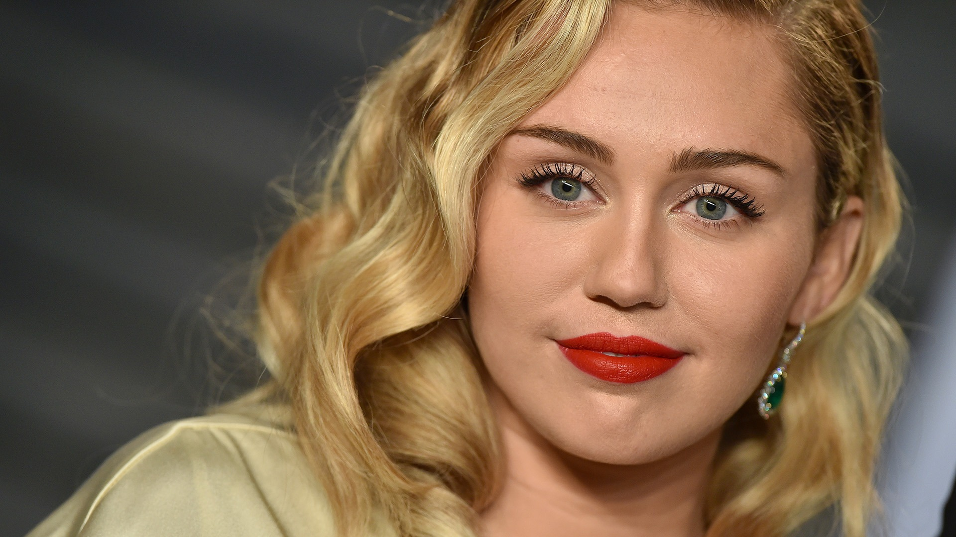 Miley Cyrus Releases New Breakup Song #8220;it#8217;s time to let it go#8221;